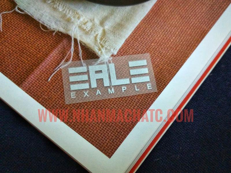 Nhãn Ép Nhiệt Nhũ Bạc EALE In Logo Lên Áo